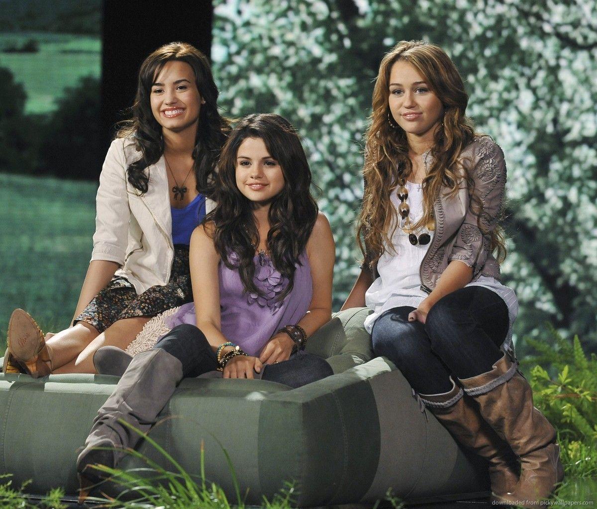 Demi Lovato Selena Gomez And Miley Cyrus Wallpaper Selena Gomez Miley Cyrus Demi Lovato Pictures Selena Gomez