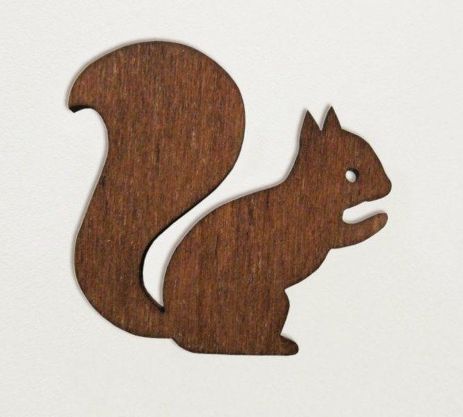 eichhörnchenbrosche aus holz von enna  wooden squirrel