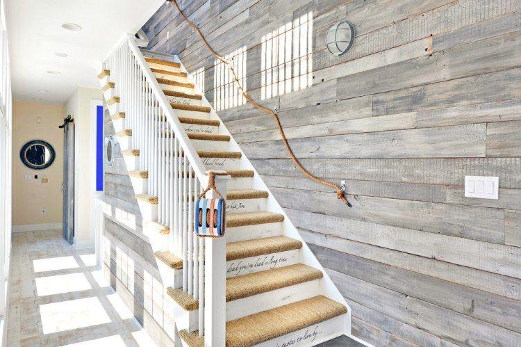 Rambarde escalier colorée comme accent de décoration dans la maison ...