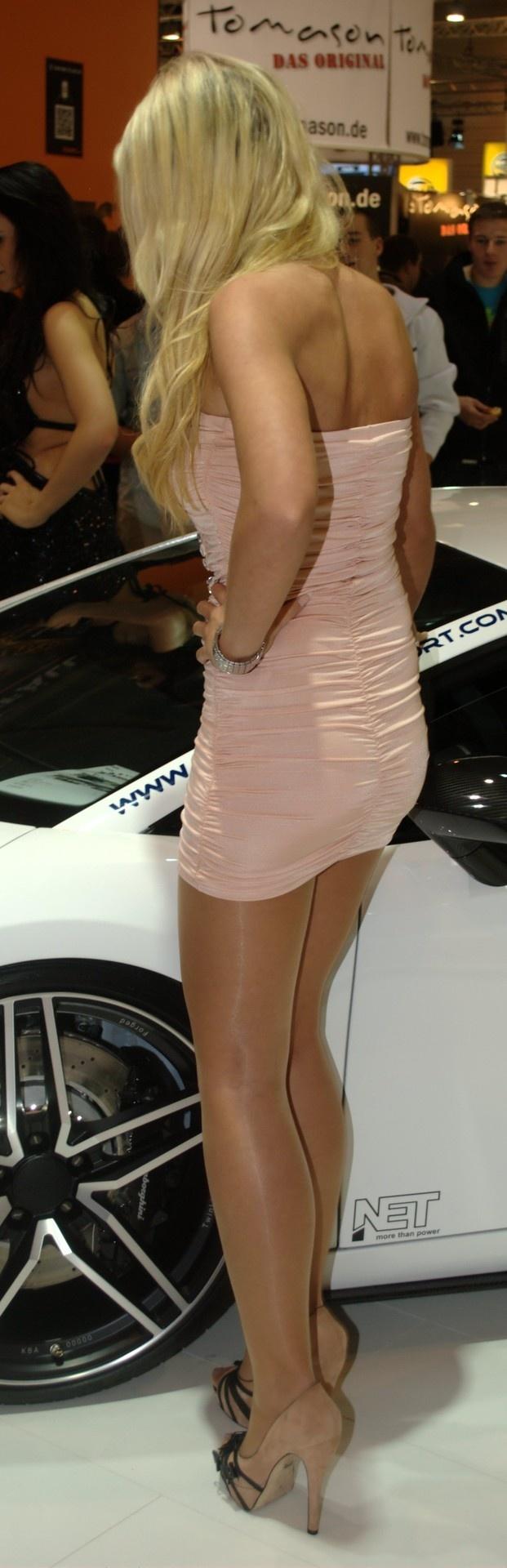 As seen on Legs.BZ website. | Anna selezneva, Vogue paris
