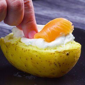 Alle lieben Kumpir, die leckere gefüllte Ofenkartoffel! Wir haben hier vier leckere Varianten für dich - da fällt die Entscheidung schwer, welche Variante man zuerst probiert! #rezept #rezepte #ofenkartoffel #backkartoffel #kumpir #gefüllt #kartoffel #füllung #carneconpapas
