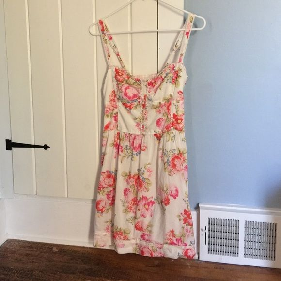 A&F Floral Dress Worn and washed once, so even though its labeled as a large it is probably closer to medium. Really cute dress Abercrombie & Fitch Dresses Midi