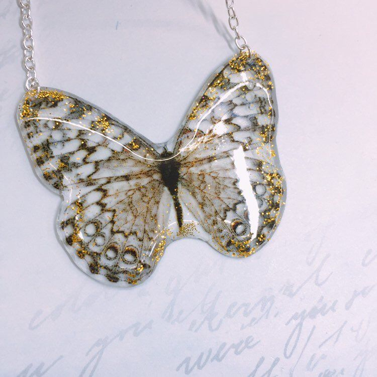 Pendant handmade with herbaria and butterfly