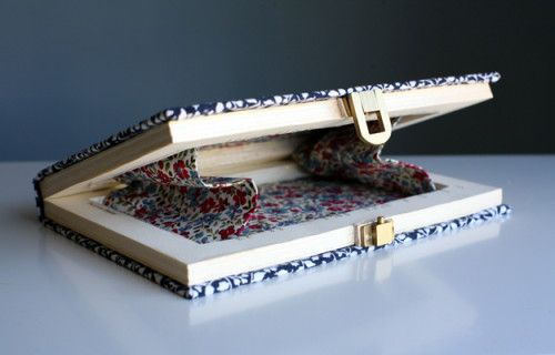 Diy book clutch the diy adventures upcycling recycling and do it diy book clutch the diy adventures upcycling recycling and do it yourself from around the world solutioingenieria Image collections