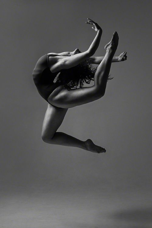 Contemporary dancer Mimi Moncheva of Konservatorium Wien ...