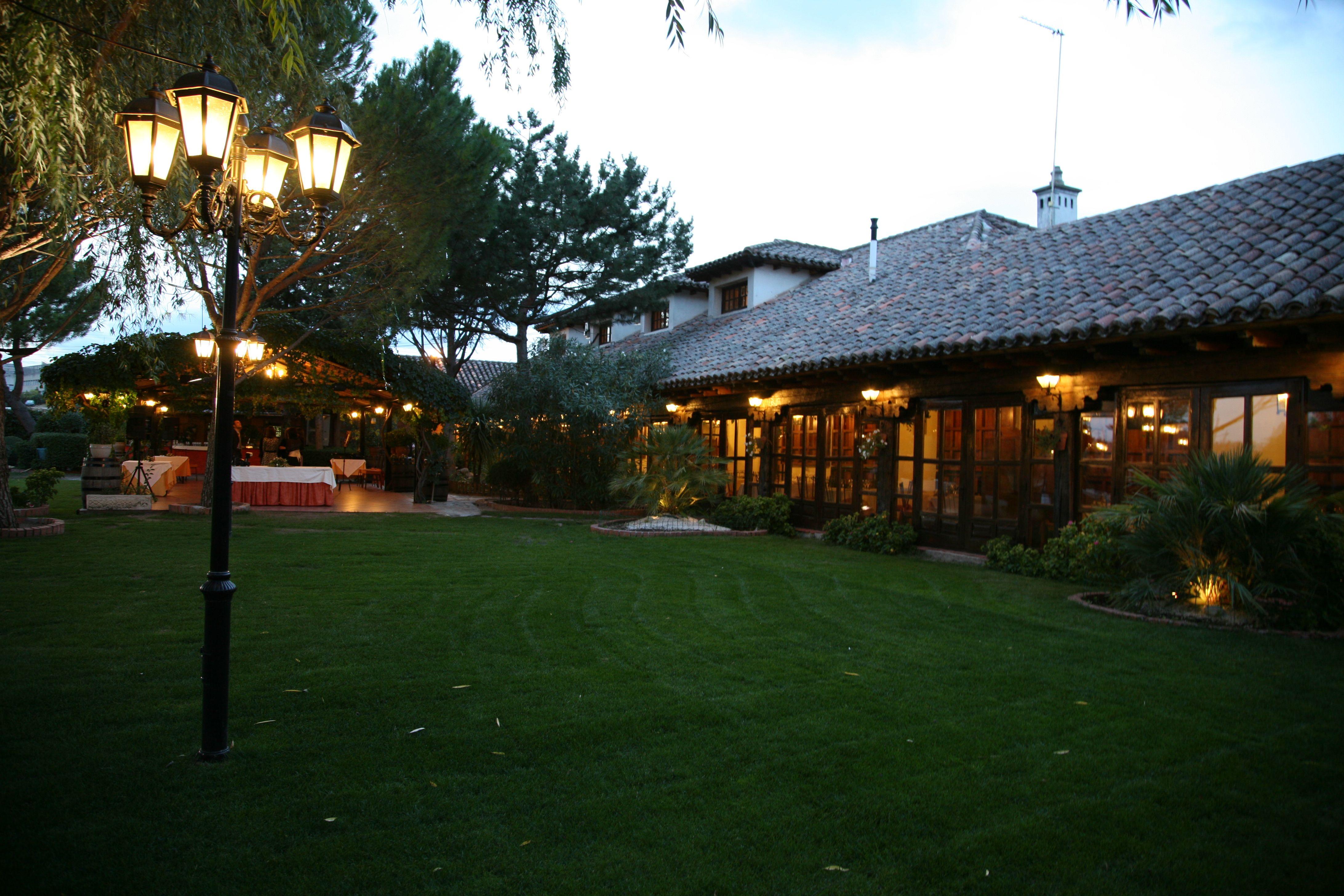 Jardín del Restaurante la hípica de tres cantos | Arquitetura