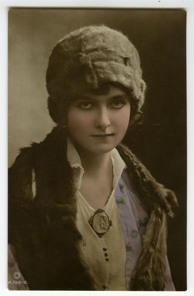 1910s British LILIAN HALL-DAVIS Beauty Glamour antique photo postcard