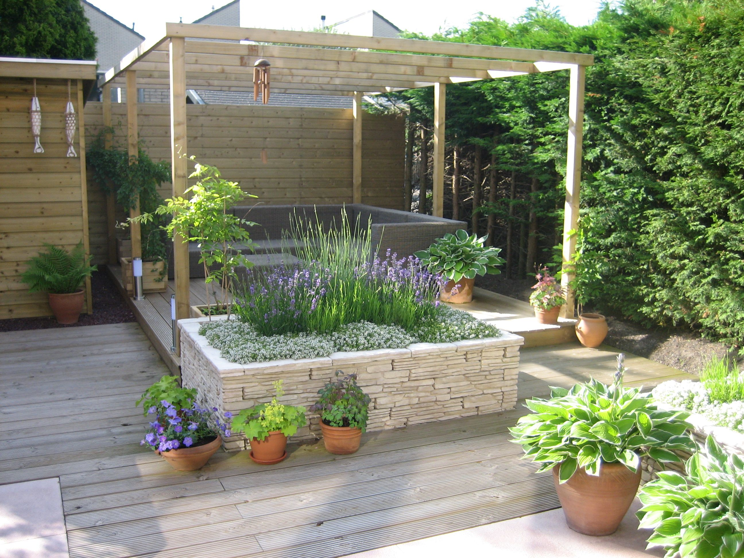 Tuin met houten vlonder garden pinterest gardens pergolas and garden ideas - Terras houten pergola ...