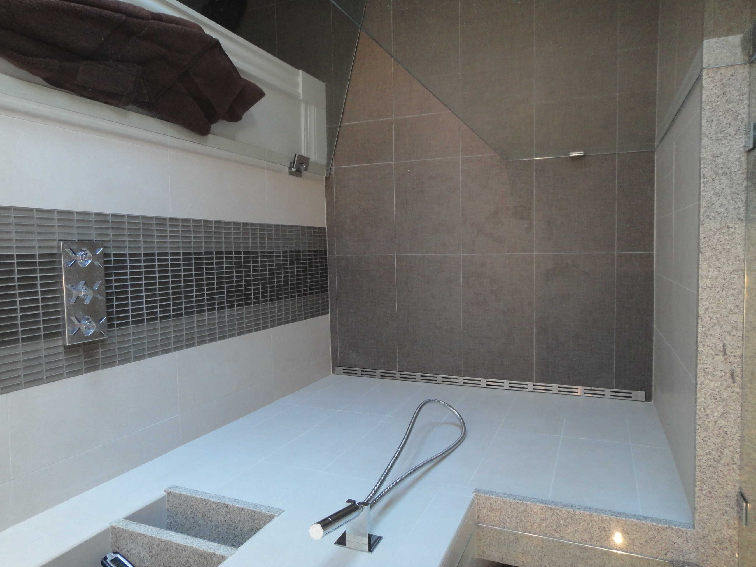 Ordinaire Tiled Shower   #Quickdrain #Proline Linear Drains