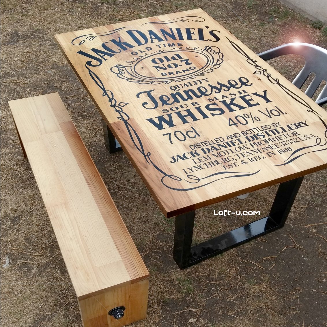 Jack daniels table mesa jack con formas cuadradas y grfico en la jack daniels table mesa jack con formas cuadradas y grfico en la cubierta que la da geotapseo Images