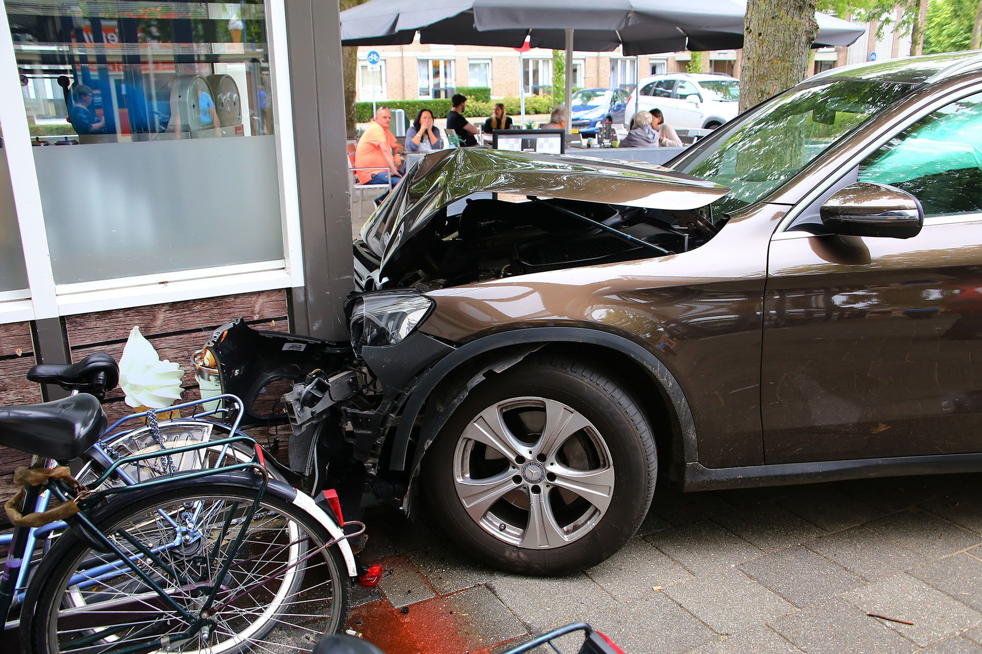 Auto Ramt Gevel Van Restaria Ussen In Oss Oss Restaria Snackbar Ussen Wolfskooi Http Wp Me P8nln8 8an Gevel Auto