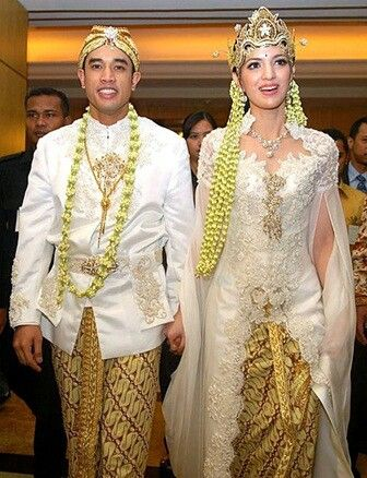 Traditional Sundanese Indonesian Wedding Dress