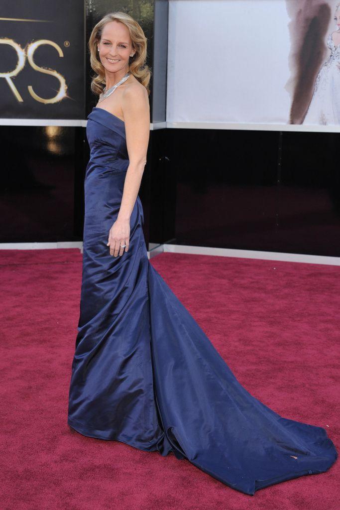 Helen Hunt en la alfombra roja de los Oscar 2013 con un vestido de H