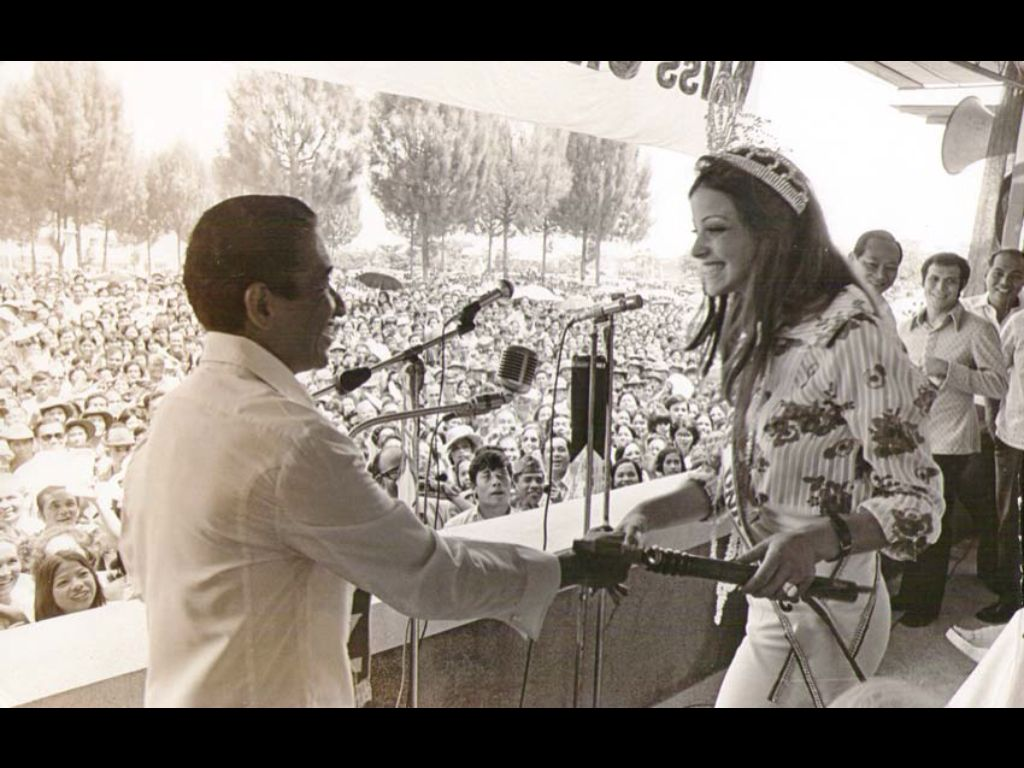 Amparo Muñoz en Filipinas habla para un gran público que le admira