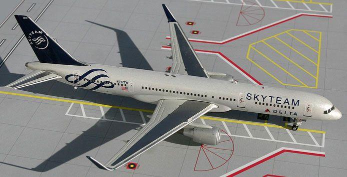 GeminiJets 1:200 Delta Air Lines Boeing 757-200 SkyTeam Colors   Ten