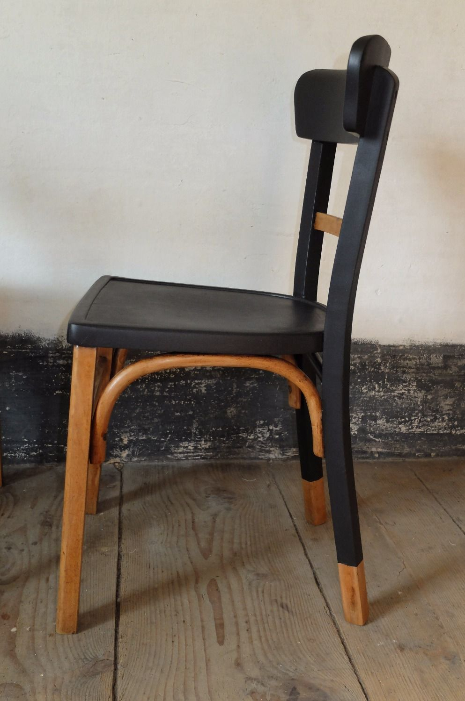 Mamba Chaise Bistrot Bois Annees 60 S 70 S Relookee Renovee A La Main Peinture Noire Et Vernis Mat Meuble Relooking De Mobilier Chaise Deco