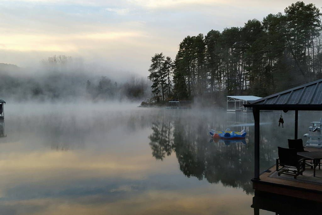 Check out this awesome listing on Airbnb: Love the Lake! - Houses for Rent in Sunset - Get $25 credit with Airbnb if you sign up with this link http://www.airbnb.com/c/groberts22