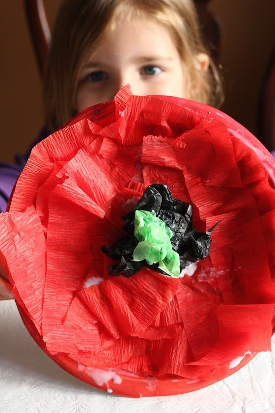 Crepe Paper Poppy Craft for Kids - Happy Hooligans #poppycraftsforkids