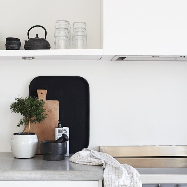 """""""Finally weekend, and a great shopping tip for the kitchen on the blog today! #elisabethheiershome #kitchen #newblogpost"""""""