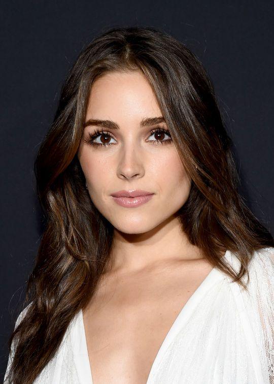 Olivia Culpo in black mascara + brown eyeshadow