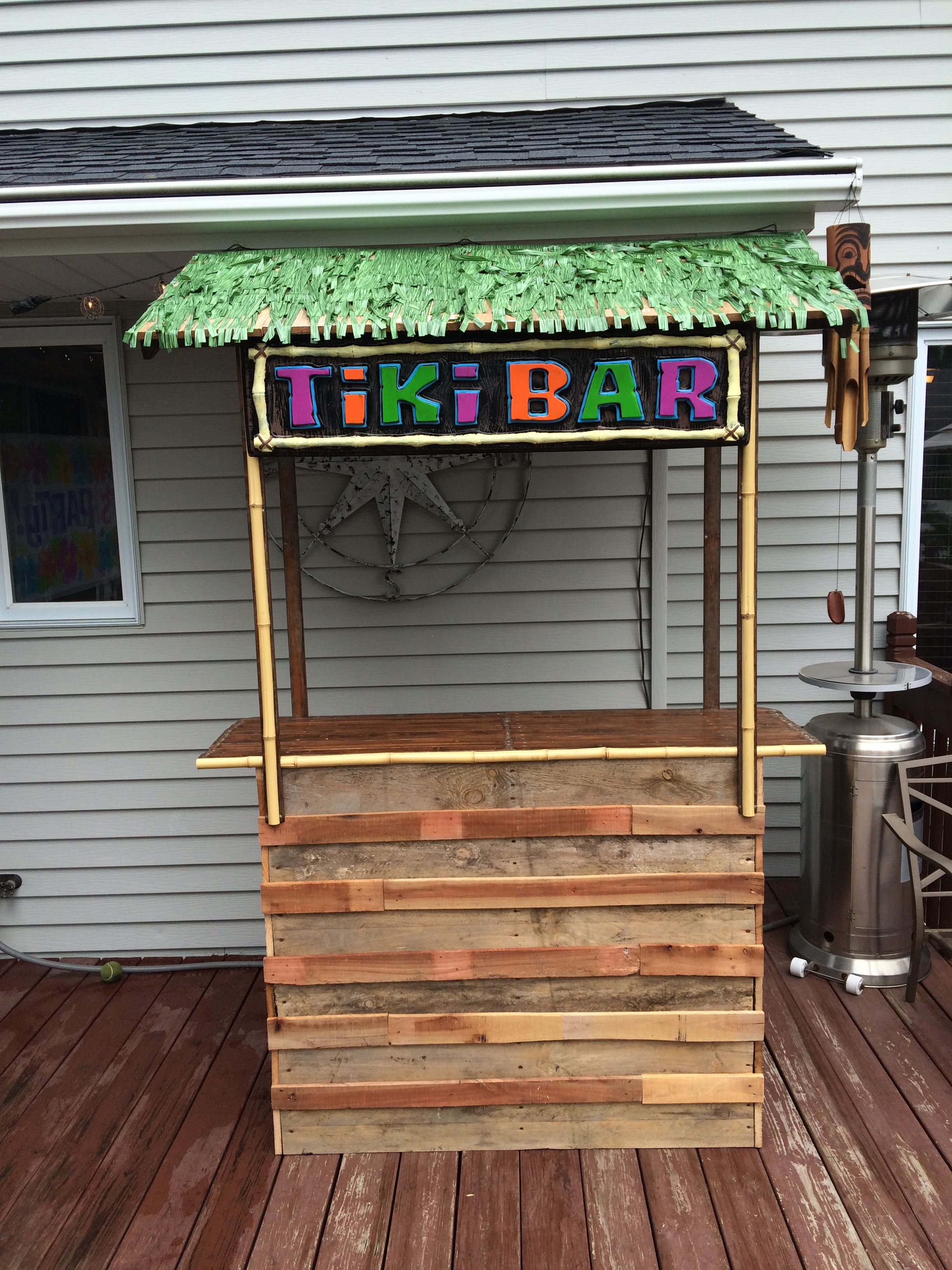 Tiki bar made from a pallet and old fence boards wood projects tiki bar made from a pallet and old fence boards baanklon Image collections