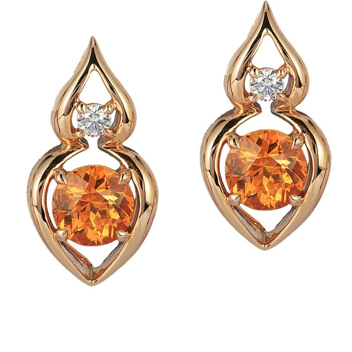 The 'Pantea' earrings in 18 kt rose gold features a pair of 2.64 carat Spessartites accented by a pair of fine, round diamonds.