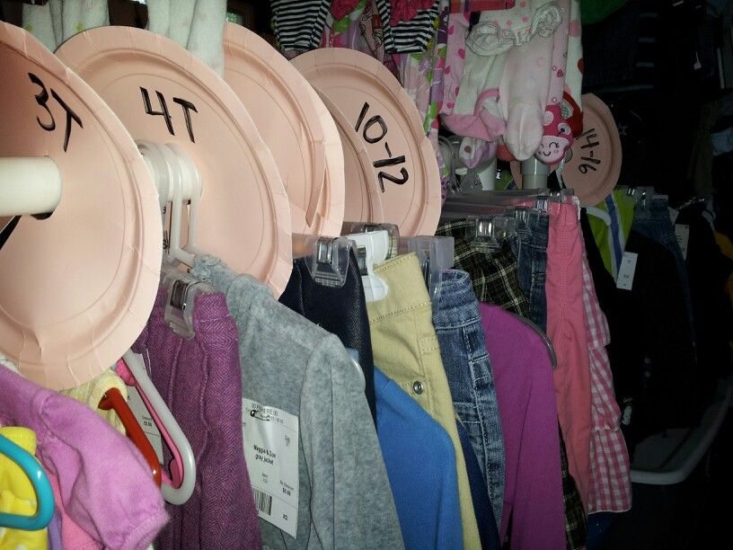 Garage Sale Organizing Use Paper Plates To Separate Sizes On A