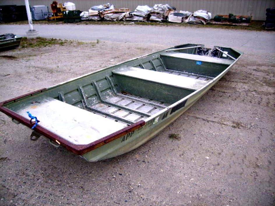 Alumacraft 16 foot flat bottom jon boat on GovLiquidation. | Jon