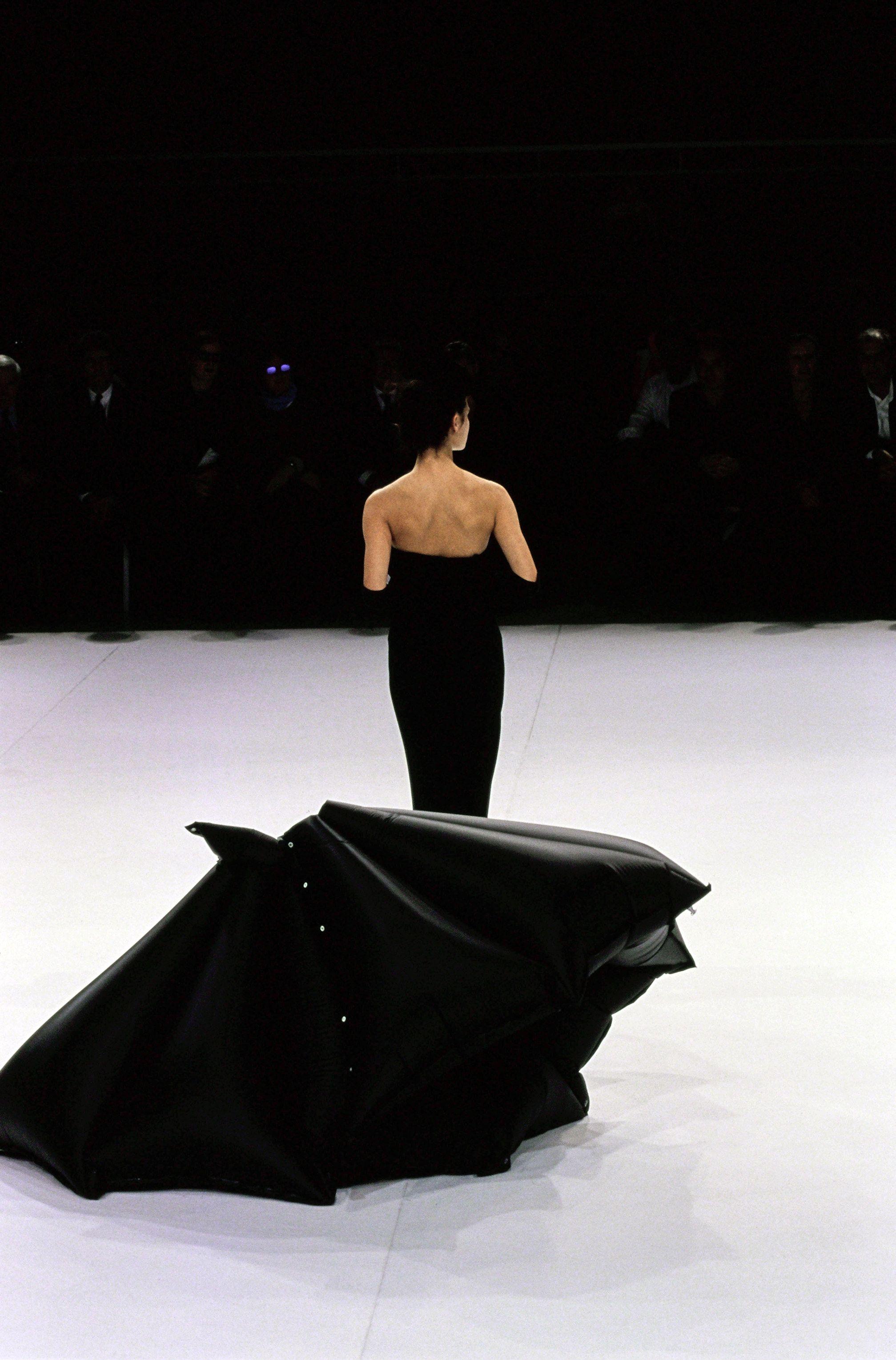 Yohji Yamamoto Spring 1999 Ready-to-Wear Collection Photos - Vogue#3
