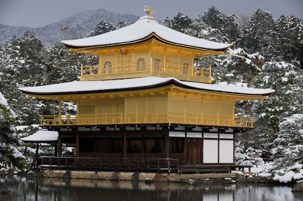 Sketch On Kyoto: Snowed Golden Pavilion(雪の金閣) Rokuon-ji Temple, Kita-ku, Kyōto on February 1st, 2015 Nikon D700 with VR-Nikkor 70-200mm F2.8 鹿苑寺(京都市北区金閣寺町)