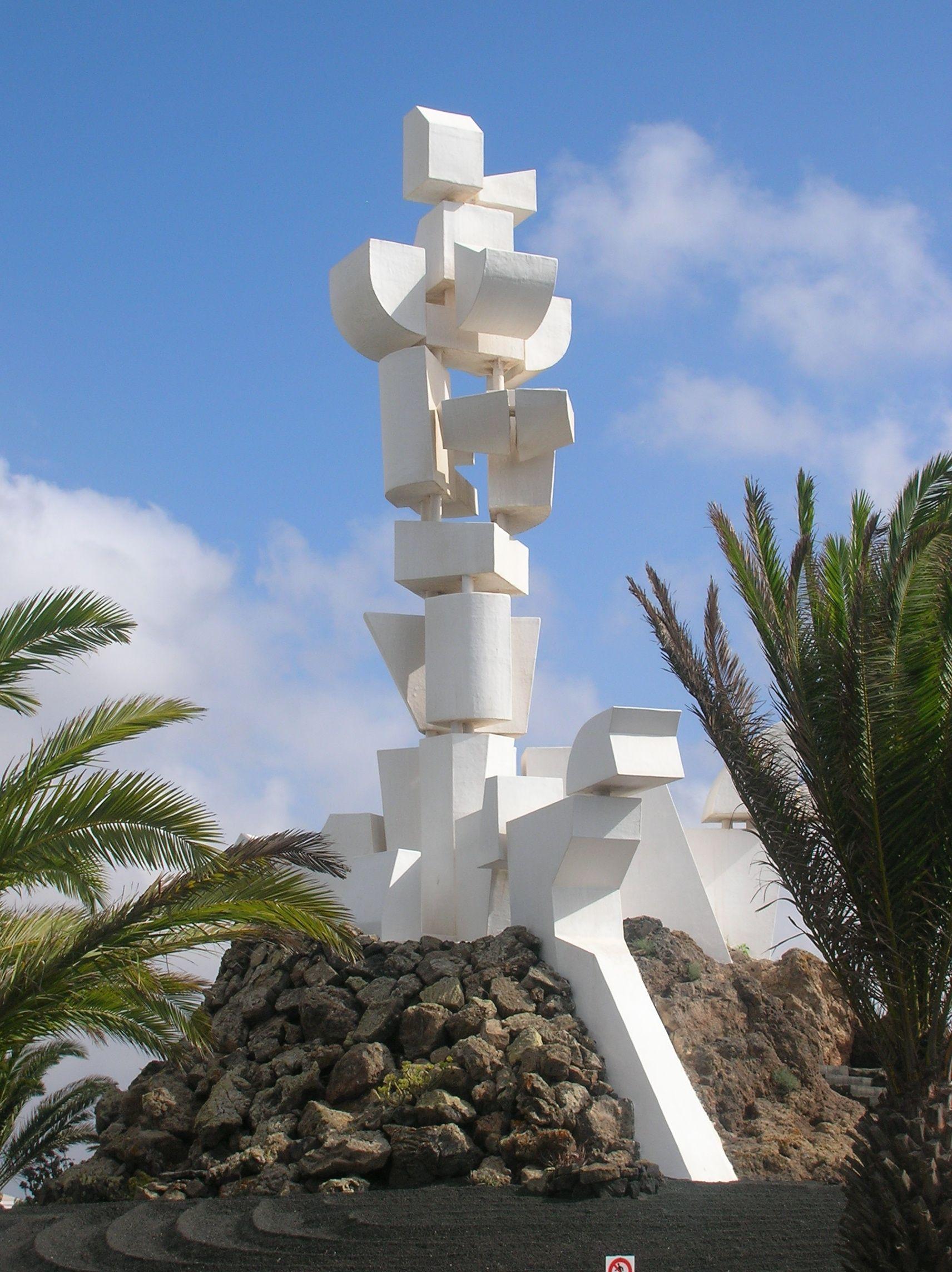 Fecundidad (Fertility). A sculpture / monument by Cesar
