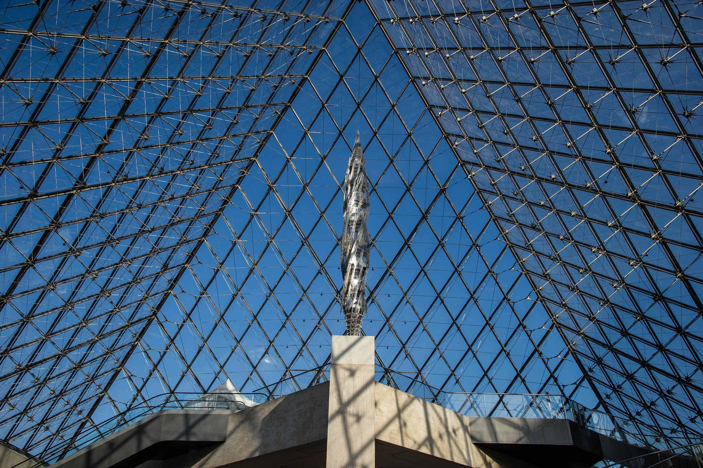 Louvre - Suppo  Acier inoxydable découpé au laser. Date : 2010 / Dim.: H 1110 x Ø 130 cm © 2012 Musée du Louvre / Olivier Ouadah © ADAGP