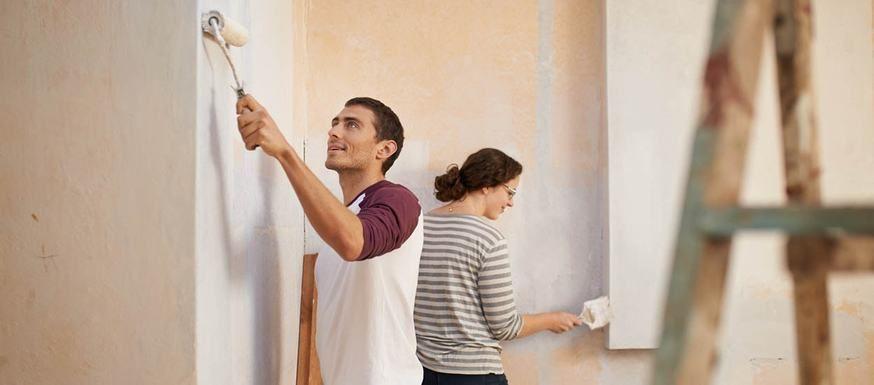 GUIDE-PRATIQUE - Faut-il peindre les plinthes en premier ? Comment - preparer un mur pour peindre