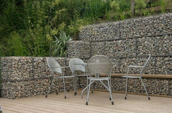 Retaining wall seating gabion retaining wall simple low - Low cost landscaping ideas ...