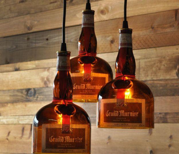 Zugegeben, keine Weinflaschen, aber sehr stimmungsvolle Hängelampen aus leeren Grand Marnier-Flaschen