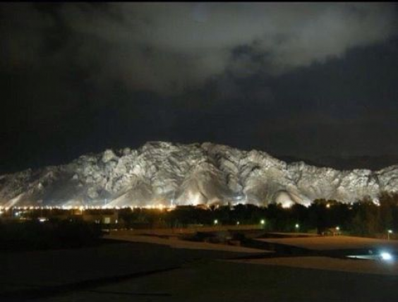 Mount Uhud At Night This Is Uhud The Mountain Which We Love And Which Loves Us Saudiarabia Saudi Arabia Ha Beautiful Mosques Saudi Arabia Iconic Poster