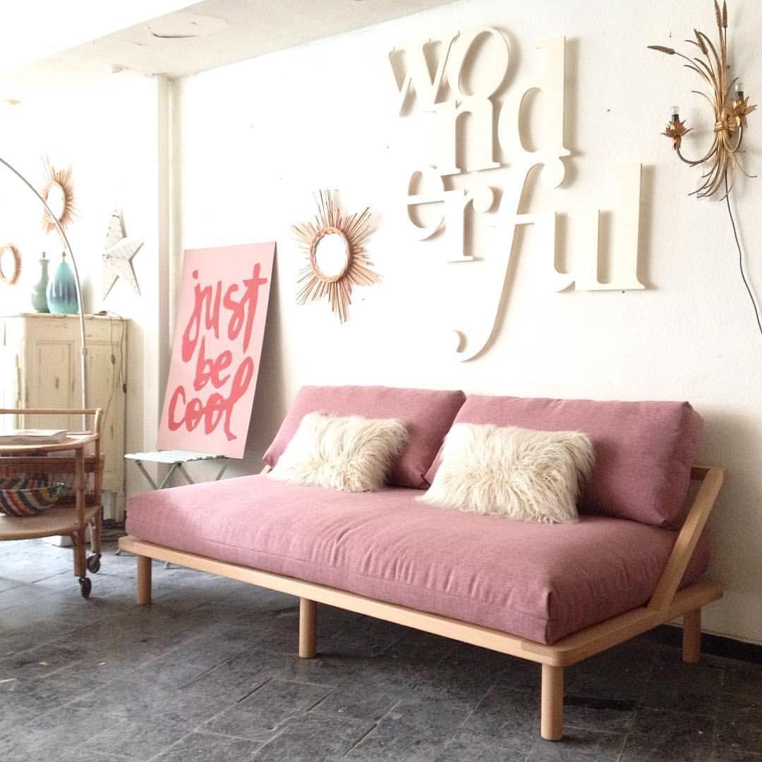 """256 Me gusta, 11 comentarios - info@lacasitademargaux.com (@lacasitademargaux) en Instagram: """"Visita nuestro taller showroom! De aquí salen muebles como este sofá y además encontrarás un millón…"""""""
