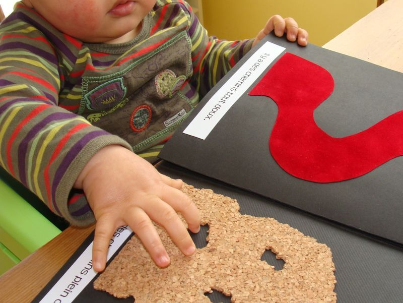 fabriquer un livre toucher recherche google enfant pinterest montessori sensory. Black Bedroom Furniture Sets. Home Design Ideas