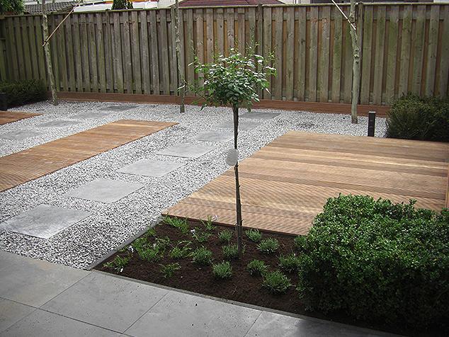Graniet Tegels Tuin.Modern Strak Met Natuurlijke Materialen Aanleg Van Een Tuin Met