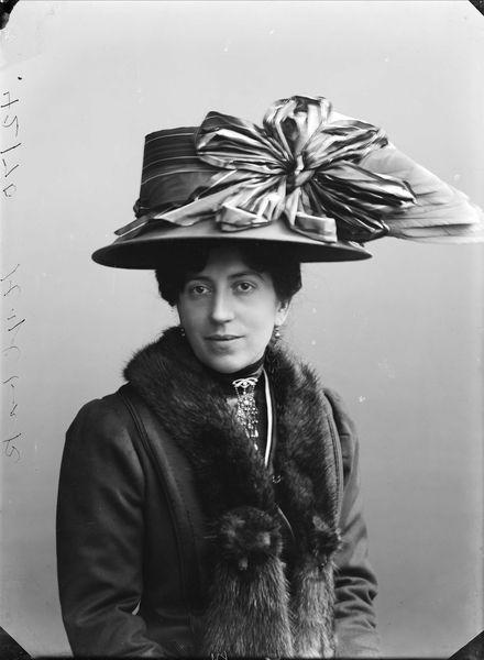Hylbak, Alma Malvine. ca. 1905 -1910.