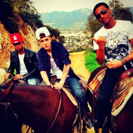Justin Bieber Goes Horseback Riding With His Friends - http://belieberfamily.com/2013/02/02/justin-bieber-goes-horseback-riding/