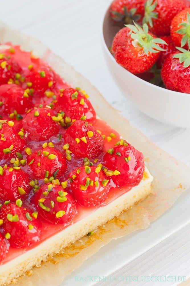 Extrem einfacher Erdbeerkuchen mit Pudding vom Blech   http://www.backenmachtgluecklich.de