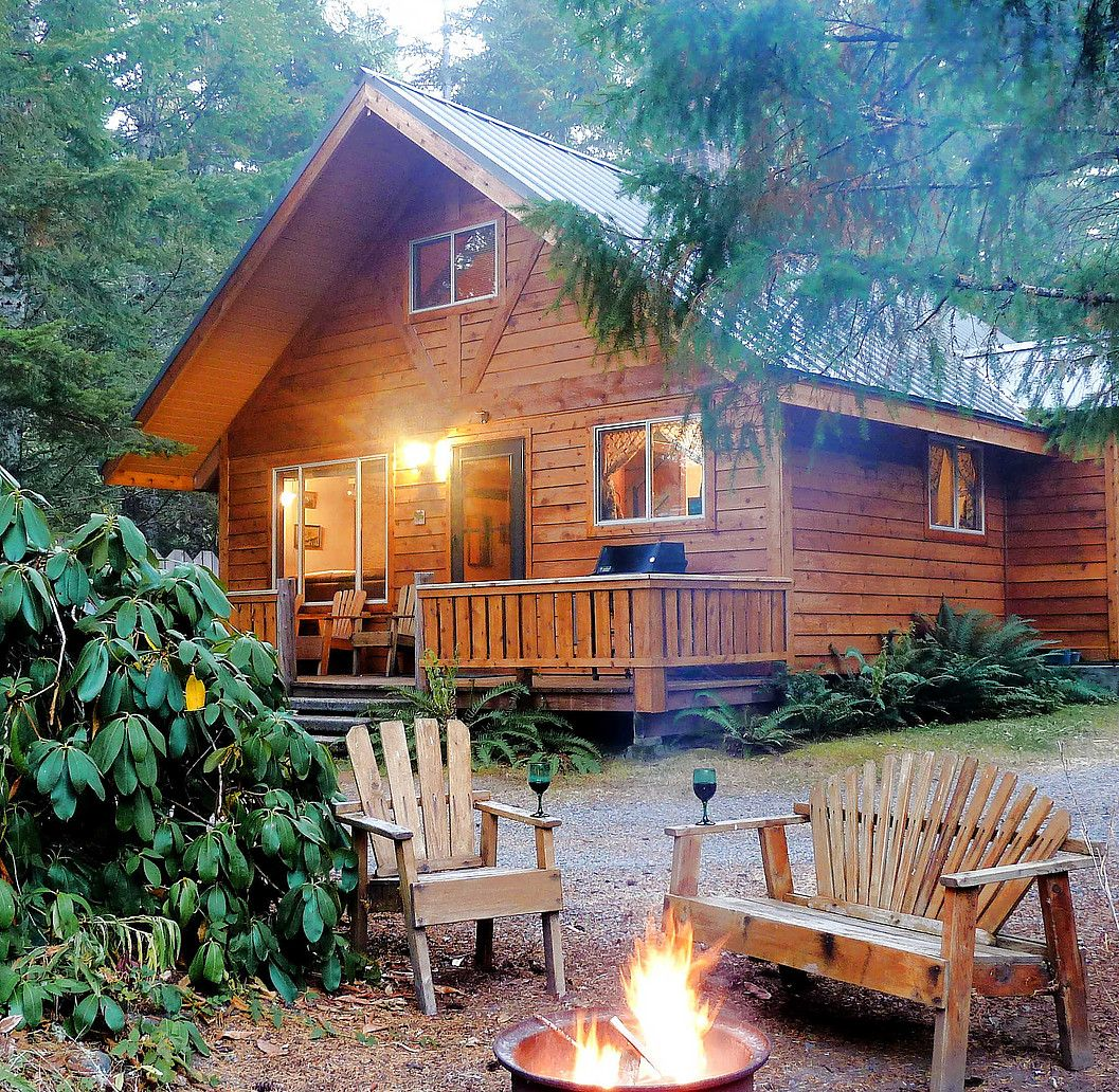 Luxury Cabins At Mt Rainier All With Hot Tubs Campfire Free Wifi Propane Bbq Minutes From Main Entranc Vacation Cabin Rentals Cabin Rentals Cabin Vacation