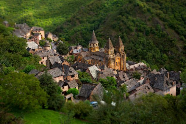 Production Designer Sarah Greenwood Told The Hollywood Reporter That Conques Was One Of The Villages In The South Of France She Used For Inspiration When Design Beauty And The Beast European