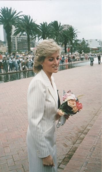 Jan 1988 Diana in Darling a Harbour