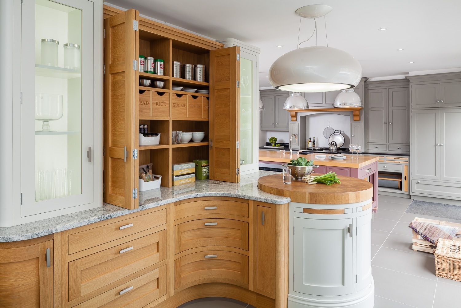 working closely with a selection of the finest kitchen manufacturers