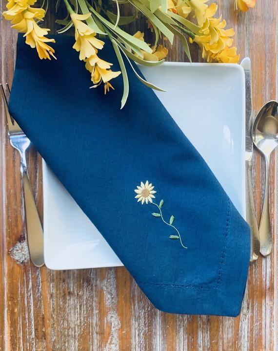Sunflower Embroidered Cloth Napkins, embroidered napkins, floral napkins, Sunflower napkins, cloth n #clothnapkins
