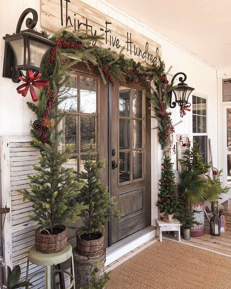 30 Stunning Outdoor Christmas Decorations To Make The Season Bright Outdoor Christmas Front Door Christmas Decorations Christmas Porch Decor
