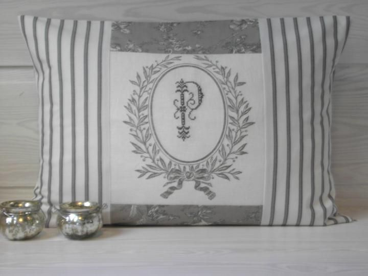 pillow case with fabrics from Westfalenstoffe, linen from Vaupel & Heilenbeck and cross stitch monogram - pattern monogram unknown