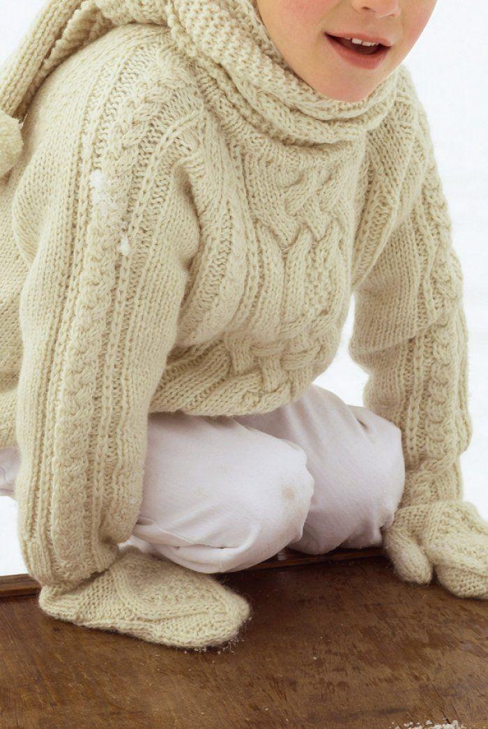 bc64ffc0e8529 Un pull tricoté en mailles torsadées pour garçon